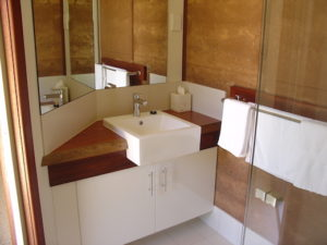 Redgum Retreat Guest Bathroom